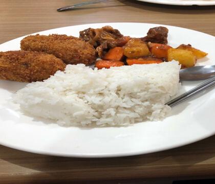留学中食事