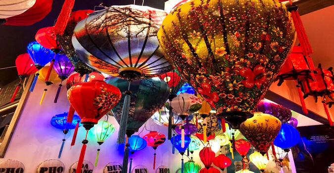 色とりどりのランタンに包まれベトナム料理を楽しめる !盛岡「ROB PHOTONS」