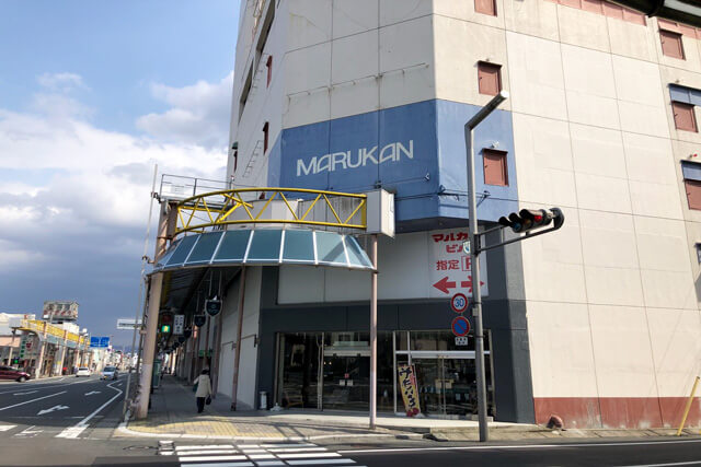 What is Marukan building cafeteria?