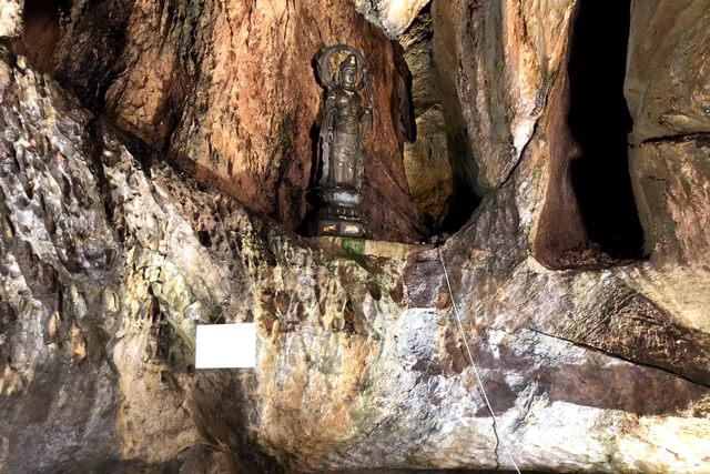 【洞窟観音】聖観音像