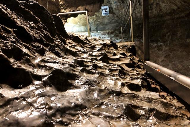 洞窟内散策