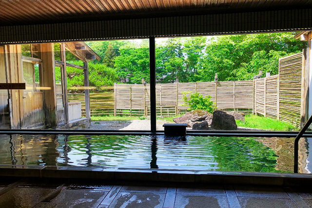 A magnificent view of Genbi Gorge! Enjoy a one-day hot spring at Itsukushien!