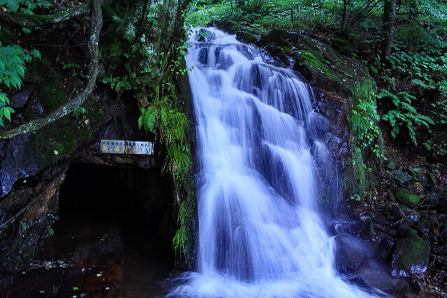 【Ichinoseki】What is Fujitsubo Falls? Enjoy the view which is decorated with the waterfall and the surrounding nature!