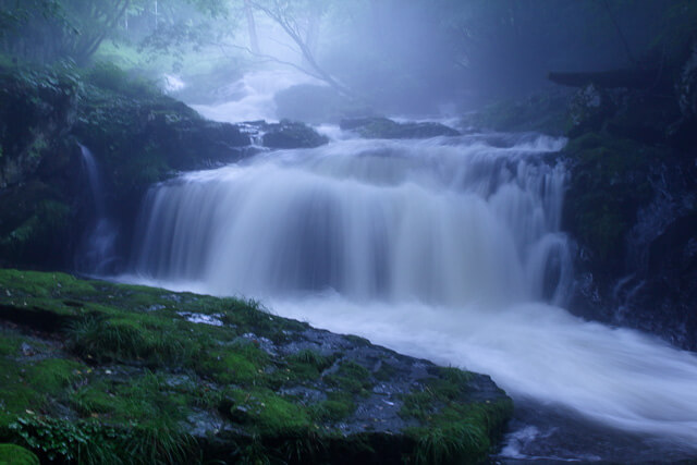 It's healed by the powerful waterfall that you can see during the rainy season!